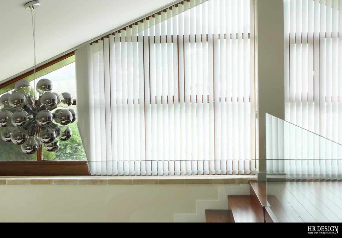 een verticaal rail kan heel gemakkelijk schuin geplaatst worden ideaal voor een raam die op of aflopend is het lamelpakket bevindt zich altijd aan de